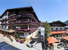Hotel EVA VILLAGE in Saalbach - Hinterglemm Das luxuriöse 4-Sterne-Hotel Eva Village liegt im Zentrum von Saalbach, knapp 100 m von der nächstgelegenen Bergbahn Kohlmais entfernt. Langläufer finden in Hinterglemm, nach ungefähr 5 km, den Einstieg in eine Loipe und Einkaufsmöglichkeiten befinden sich in unmittelbarer Umgebung.