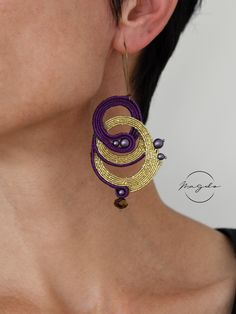 Soutache earrings in purple and gold, glitz and glam earrings, three circle simple earrings by MagdoTouch on Etsy Etsy Jewelry, Jewelry Art, Fashion Jewelry, Jewelry Design, Jewelry Ideas, Jewlery, Etsy Earrings, Earrings Handmade, Shibori