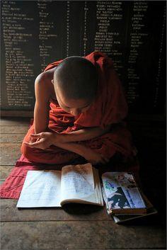 Birmanie: Moinillon au monastère. | Flickr - Photo Sharing!