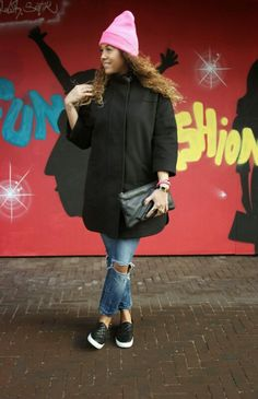 http://www.missiontostyle.nl/2014/02/my-style-i-am-fashion.html?m=1  #fashionblogger #fashion #style #oversized coat #pink beanie #destroyed jeans #vlieger en van dam bag #slip on sneakers