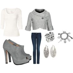 Love this. Cute day outfit.