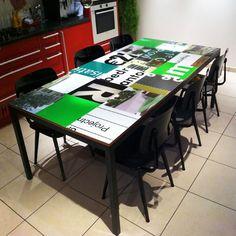 Reclameborden tafel gekleurde design tafel | oude bouwborden | Webshop