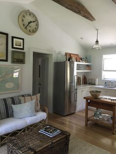 Adorable Fisherman's cottage in the Hamptons . via LA DOLFINA