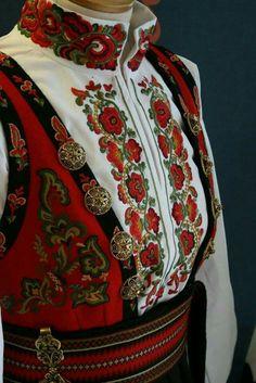 Folk Clothing, Medieval Clothing, Folk Fashion, Ethnic Fashion, Norwegian Clothing, Scandinavian Embroidery, Costumes Around The World, Folk Costume, Diy Embroidery