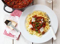 RAGÙ ALLA BOLOGNESE - PASTA BOLOGNESE. God saus, fantastisk å ha fryseren. Kan brukes til å lage lasagne, suppe og shepherd's pie Bolognese Pasta, Bologna, Bacon, Spaghetti, Pie, Dinner, Ethnic Recipes, Food, Lasagna