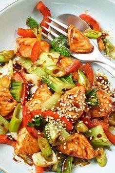 Ein schnelles und leckeres Gericht: Teriyaki-Lachs mit Gemüse #rezept #lachs #teriyaki