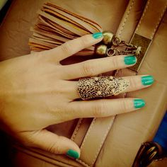Alluring finger ring