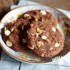 Double Chocolate Cookies from Eagle Brand & reg; To keep cookies from spreading, chill dough before baking Double Chocolate Cookies, Chocolate Cookie Recipes, Chocolate Desserts, Great Desserts, Delicious Desserts, Dessert Recipes, Dessert Ideas, Breakfast Recipes, Milk Recipes