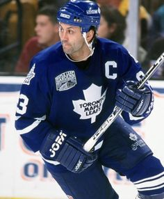 Doug Gilmour a Maple Leafs Legend and leader of men. Oh yes, he was a bloody good player too. Maurice Richard, Hockey Games, Ice Hockey, Hockey Baby, Tampa Bay Lighting, Maple Leafs Hockey, American Sports, National Hockey League, Toronto Maple Leafs