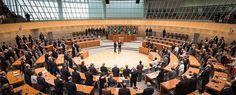 """Der Koalitionsvertrag der """"Nordrhein-Westfalen-Koalition"""" zwischen der CDU und der FDP ist unterschrieben, Armin Laschet zum neuen Ministerpräsidenten gewählt und die Minister sind vereidigt. Unser in 13 Arbeitsgruppen ausgehandelter Koalitionsvertrag, enthält auf 120 Seiten viele gute Ideen, wie wir unser Land wieder nach vorne bringen und unseren Kreis stärken können. Hier das Wichtigste im Überblick:    Den vollständigen"""