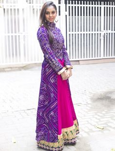 Image gallery – Page 400187116874748052 – Artofit Bandhani Dress, Saree Dress, Dress Up, Indian Wedding Outfits, Pakistani Outfits, Indian Outfits, Western Dresses, Indian Dresses, Ethnic Fashion