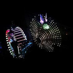 Hi #tinkerbell.  #disneyland #bestdisneytrip #lightshow by clovestoeat