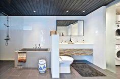 Kylpyhuoneessa koko perheen lempipaikka: kylpyamme.