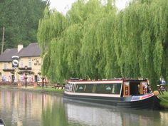 Blue Lias pub on The Grand a Union Canal Barge Boat, Canal Barge, Canal Boat, Narrowboat, Country Living, Britain, United Kingdom, Boats, Places To Go