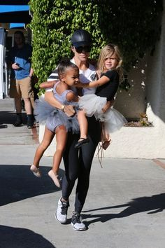 Kourtney Kardashian Photos - Kourtney Kardashian Takes Penelope And North To Dance Class - Zimbio