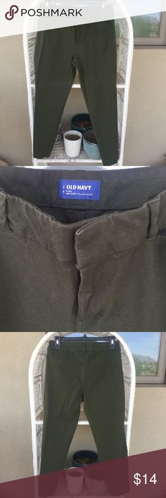 Old Navy Army Green Mid Rise Pixie Pants sz 10 Old Navy mid rise Pixie Pants in women's size 10 regular. Army Green in color. Washed but never worn. Stretch material. Would look cute rolled. #oldnavy Old Navy Pants Ankle & Cropped