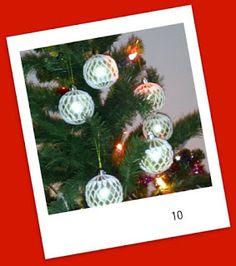 Kipakka kipinöi, kuvaa ja kutoo: Kipakan Joulun odotus 10 Christmas Bulbs, Holiday Decor, Home Decor, Room Decor, Home Interior Design, Decoration Home, Home Improvement