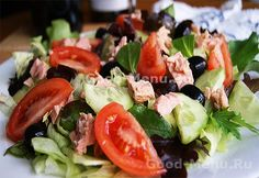 A delicious salad for a hot summer! 1 tomato beet 1 handful spinach 1 handful lettuce raw red onion Feta tofu Dressing Lime, olive oil, salt and pepper Caprese Salad, Cobb Salad, Beets, Lettuce, Tofu, Spinach, Health Fitness, Vegetarian, Nutrition