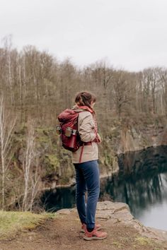 Hiking-Outfits für Alltagsabenteuer und die Outdoor-Community von Outside Stories! | New Moon Club Surf Poncho, Bradley Mountain, Hiking, Camping, Outdoor, Backpacks, Outfits, Lifestyle, Bags