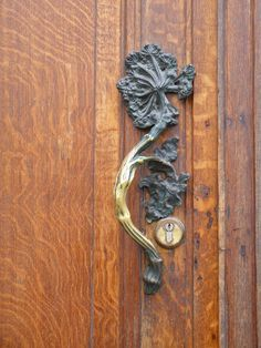 Art Nouveau Door Handle at Hôtel Hannon, Brussels, Belgium - design by Jules Brunfaut (Belgian, 1852-1942) - Photo by Steve Silverman - @~ Mlle
