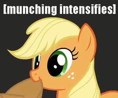 Applejack eating her hat GIF by on DeviantArt Mlp Memes, Mlp Fan Art, Little Poney, My Little Pony Pictures, My Little Pony Friendship, Animation Film, Show Horses, Gray Background, Yandere