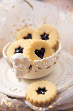 Nejlepší cukroví podle redakce: Co u nás na stole mizí jako první?   Recepty.Blesk.cz Doughnut, Pie, Cookies, Baking, Torte, Crack Crackers, Cake, Fruit Cakes, Biscuits