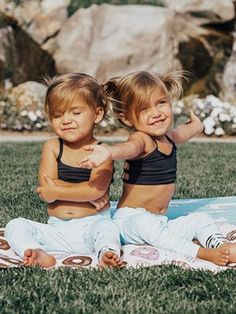 Twin Girls, Twin Babies, Lil Baby, Baby Kind, Cute Family, Family Kids, Cute Twins, Cute Babies, Beautiful Children