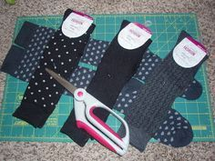 DIY Baby Leg Warmers tutorial by the most fabulous seamstress I know. Looks super easy!