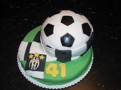 Juventus F. Juventus Soccer, Juventus Fc, Cupcake Cookies, Cupcakes, Cakes And More, Soccer Ball, Cake Ideas, Dessert, Google