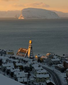 #Hammerfest sundown, Finnmark, Norway (by Richard Day).