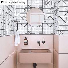 Mielenkiintoinen lähes sarjakuvamainen suunnitelma.  @myinteriormag  #myinteriormag #kylpyhuone #kylpyhuonekalusteet Interior, Vanity, Best Bathroom Designs, Bathroom Mirror, Bathroom Vanity, Round Mirror Bathroom, Amazing Bathrooms, Bathroom Design, Bathroom Decor