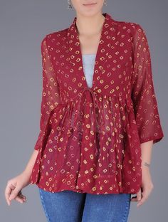 Red Bandhani Printed Tie Up Waist Cotton Kedia Top Tunic Designs, Designs For Dresses, Saree Blouse Designs, Short Kurti Designs, Kurta Designs Women, Chic Outfits, Trendy Outfits, Bandhani Dress, Short Frocks
