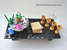 LEGO Seder Table: minifig Passover