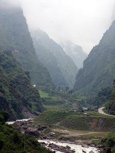 Nepal looks beautiful.  Go to www.YourTravelVideos.com or just click on photo for home videos and much more on sites like this.