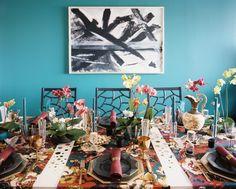 Tablescape - Cadeiras dobráveis de Society social em torno de uma mesa festiva conjunto com os corredores coloridos