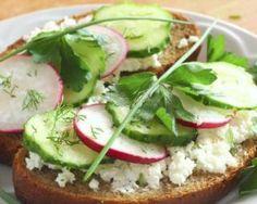 Tartine complète au chèvre frais, navet et concombre : http://www.fourchette-et-bikini.fr/recettes/recettes-minceur/tartine-complete-au-chevre-frais-navet-et-concombre.html