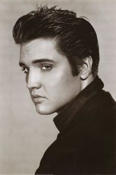 Vintage Elvis Presley Portrait Poster adds unique decor to your home or business. Every Elvis Presley Music collector would love this unusual gift. Elvis Presley Portrait Posters are ready to hang with tabs on back. Elvis Presley Posters, Elvis Presley Photos, Elvis Presley Hair, Elvis Presley Young, Lisa Marie Presley Son, Keanu Reeves, Beautiful Celebrities, Beautiful Men, Classic Hollywood