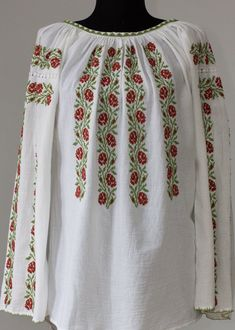 Ie Romaneasca - Chic Roumaine Crewel Embroidery, Embroidery Patterns, Machine Embroidery, Summer Prints, Folk Costume, Long Shorts, Types Of Shirts, Bridal Dresses, Cross Stitch