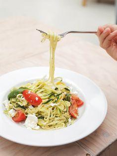 Geniale Alternative zu Nudeln: Spaghetti aus Zucchini. Richtig lecker und gesund!