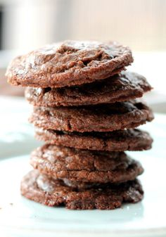 Decadent, easy fudgy nutella cookies with a sprinkle of sea salt. These incredible cookies come together in just 20 minutes for the ultimate dessert that's perfect for sharing. Nutella Brownies, Brownie Cookies, Nutella Cookies Easy, Nutella Recipes, Cookie Recipes, Dessert Recipes, Biscuit Nutella, Let Them Eat Cake, Just Desserts