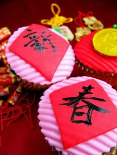 Chinese New Year Cupcakes for the Holiday Chinese Cake, Chinese New Year Food, Chinese New Year Party, Chinese Theme, Chinese New Year Crafts, New Years Party, Chinese Holidays, New Year's Cupcakes, Themed Cupcakes