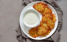 Celebrate Hanukkah with these high-fat, low-carb recipes for beef brisket, latkes, and more. We have keto-diet approved latkes made with cauliflower rice — what more could you want? Low Carb Cocktails, Cocktail Recipes, Gourmet Recipes, Beef Recipes, Low Carb Recipes, Healthy Recipes, Dessert Recipes, Grandma Cooking, Grilled Sweet Potatoes