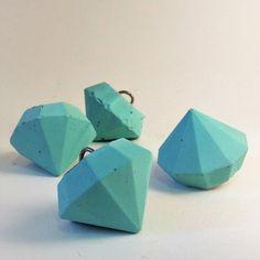 Τέσσερα διακοσμητικά διαμάντια