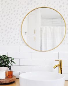 So fresh, so clean. Bathroom refresh in 20 minutes? Yes please! Simple dots totally transform the space. Yay for makeovers in minutes!…