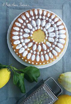 torta_al_limoneper la crema:  100 g di zucchero, 1 uovo, 70 g di burro o margarina, il succo e la buccia grattugiata di un limone e mezzo, 40 g di farina, 250 g di latte, vanillina, un pizzico di sale.