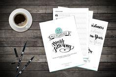 Der #letterattack Brush Lettering Guide für Anfänger! 18 Seiten Übungen und Alphabete Lettering Guide, Chalk Lettering, Brush Lettering, Book Letters, Letter I, Alphabet, Workshop, Sketch Notes, Book Making