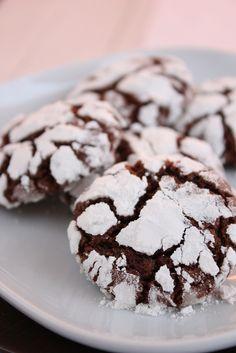 Печь печенье в преддверии новогодних праздников – это хорошая традиция, которая есть во многих семьях. Ароматы горького шоколада, мускатного ореха, корицы,…