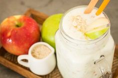 Apple & Honey Smoothie to sooth acid reflux Apple Pie Smoothie, Best Smoothie Recipes, Healthy Smoothies, Healthy Drinks, Healthy Snacks, Healthy Recipes, Milk Shakes, Fat Burning Drinks, Love Food