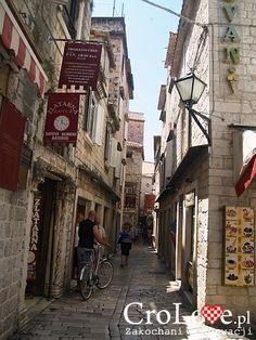 Uliczki Trogiru || http://crolove.pl/trogir-portowe-miasto-zachwycajaca-starowka/ || #Trogir #Croatia #Chorwacja #Hrvatska