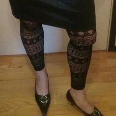Minä&Kevät Tyyliä, Juhla Aika. HAME, kuviosukkikset ja Avokkaat. Trendikkäät Verkkosukat meni jo rikki, pitää ostaa uudet Sukat ja Sukkahousut.  Mitä yläpuolella...?Tykkään Hameista, Sinä? Nähdään...HYMY #kevät #tyyli #blogi #muoti #omatyyli ##muotiblogi #hame #kuvio #kengät #juhla #aika ⏰☺